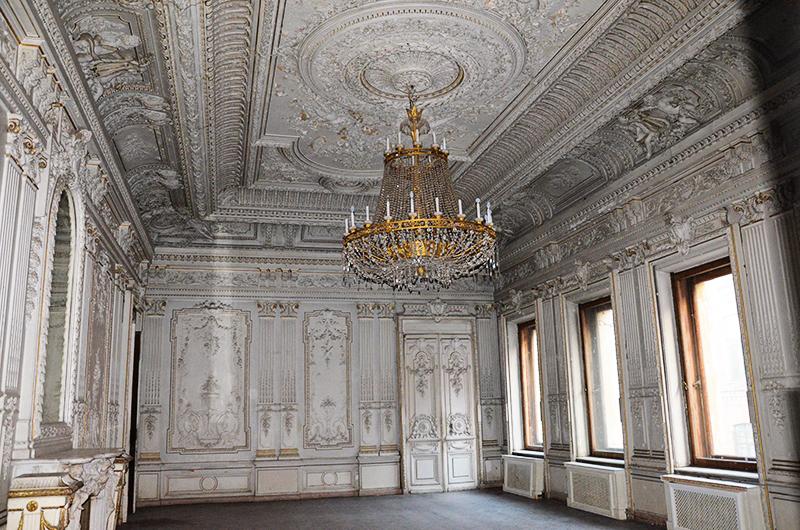 заброшенный особняк бруснициных белый зал