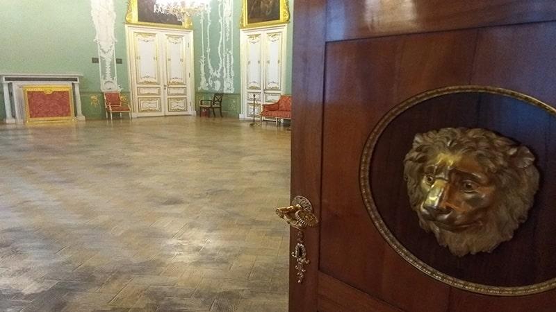 львы и маскароны строгановского дворца