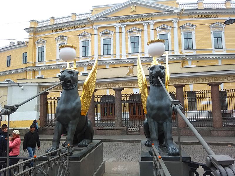 львы на банковском мосту санкт петербург