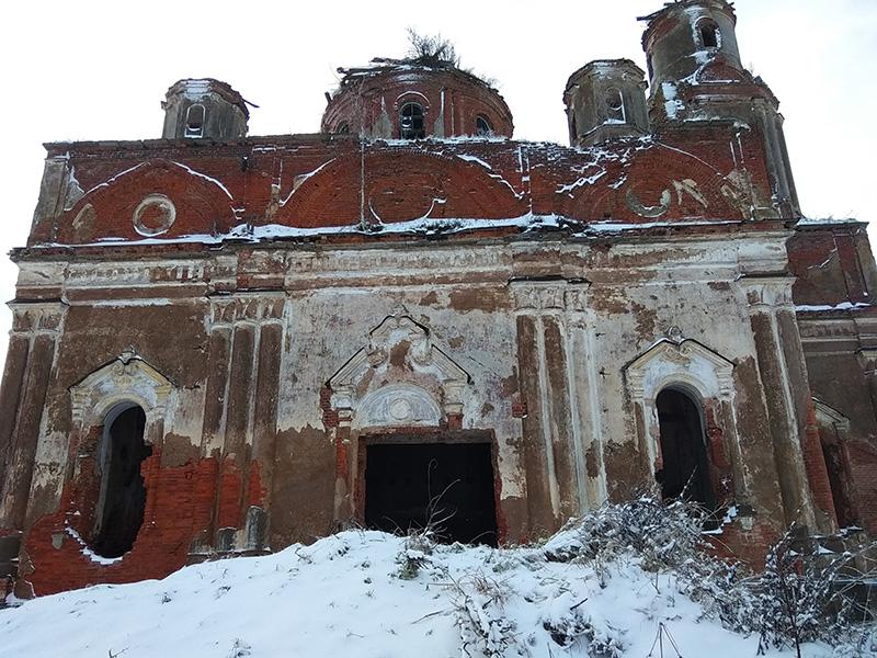 Церковь Иконы Божией Матери Тихвинская в селе КолчановоЛенинградской области.