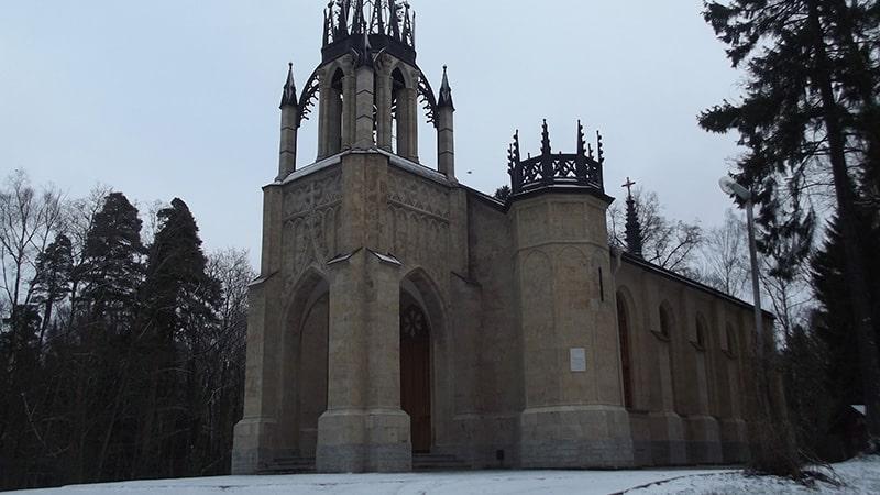 храм петра и павла в шуваловском парке парголово