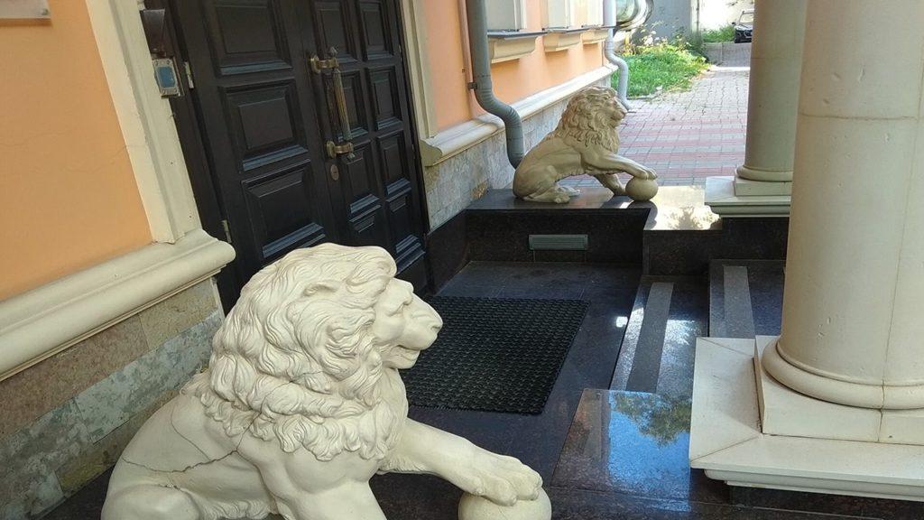 считаем львов в петербурге