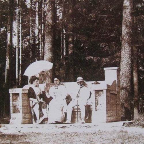 скамья в шуваловском парке