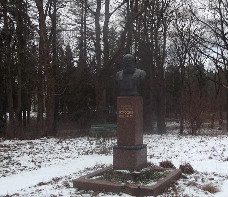 Памятник Валентину Петровичу Вологдину