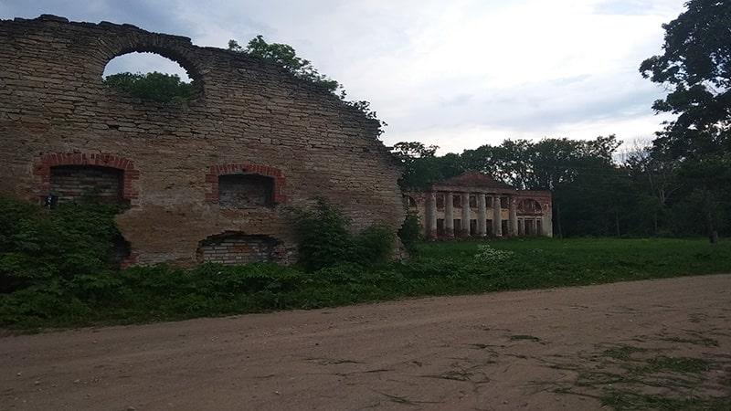 хозяйственные постройки старинной дворянской усадьбы