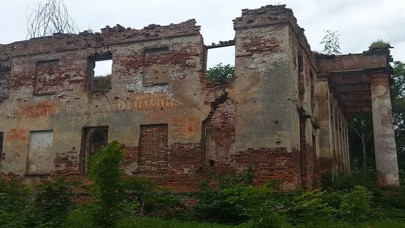 Leningradskaya oblast_ der. Kummolovo zabroshennaya usadba