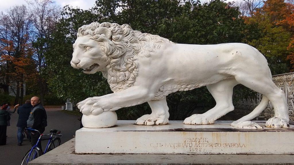 елагин остров.сторожевые львы.