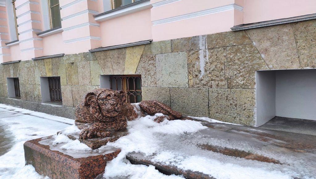 считаем львов в петербурге. адмиралтейская набережная.