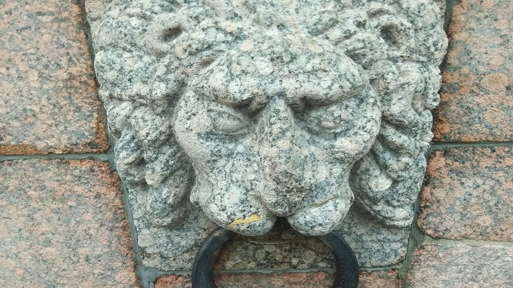 считаем львов в санкт петербурге