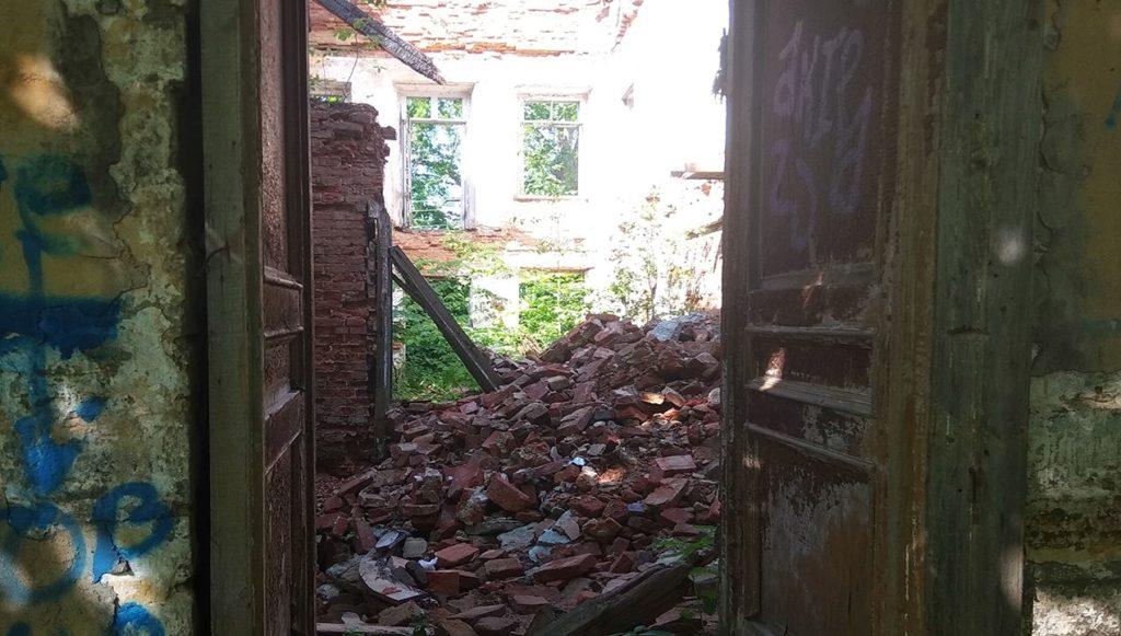 развалины усадьбы в селе лопухинка ленинградская оласть