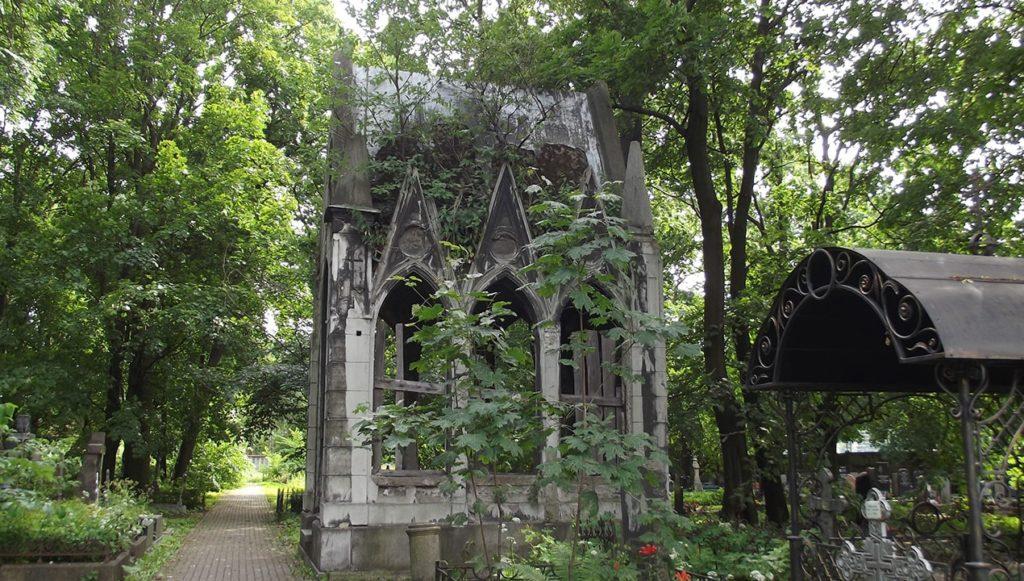 Кладбище Вознесенского Новодевичьева монастыря.Санкт Петербург.